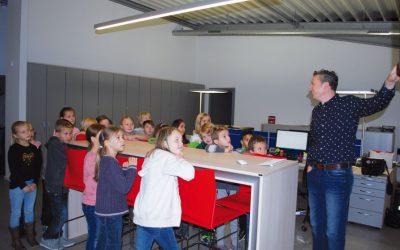 Grundschulklasse zu Besuch bei Stamos GmbH